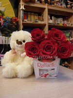Bouquet of 5 Red Roses, Chocolates &Teddy Bear