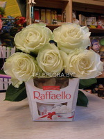 Bouquet of 5 White Roses& Chocolates Box Raffaello