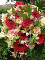Bouquet of roses and alstromeria